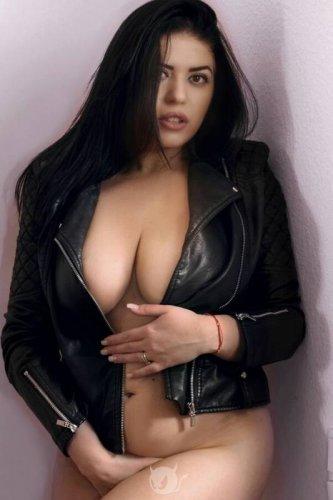 auf brüste spritzen fetisch geschichten